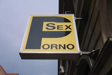 Cerchiamo un uomo come una donna per le riprese di un film porno Urgente